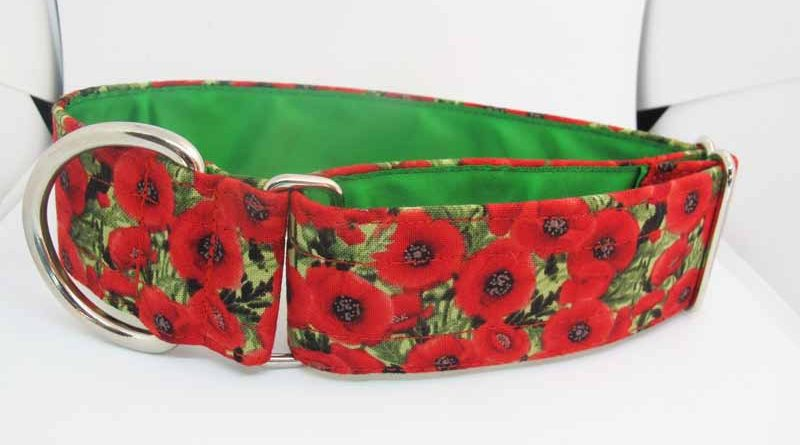 Poppy Cluster is a cotton fabric House Collar with green satin lining