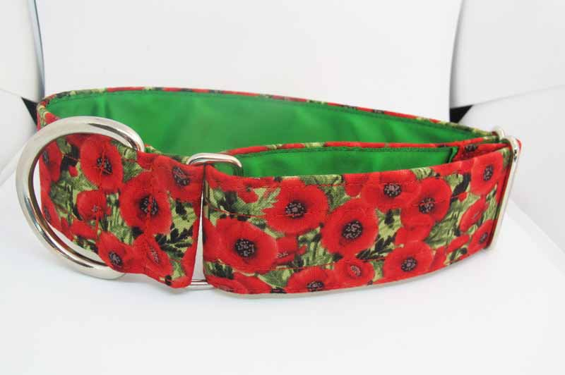 Poppy Cluster is a cotton fabric House Collar with a green satin lining